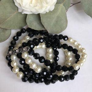 Jewelry - Black & pearl chunky bracelet